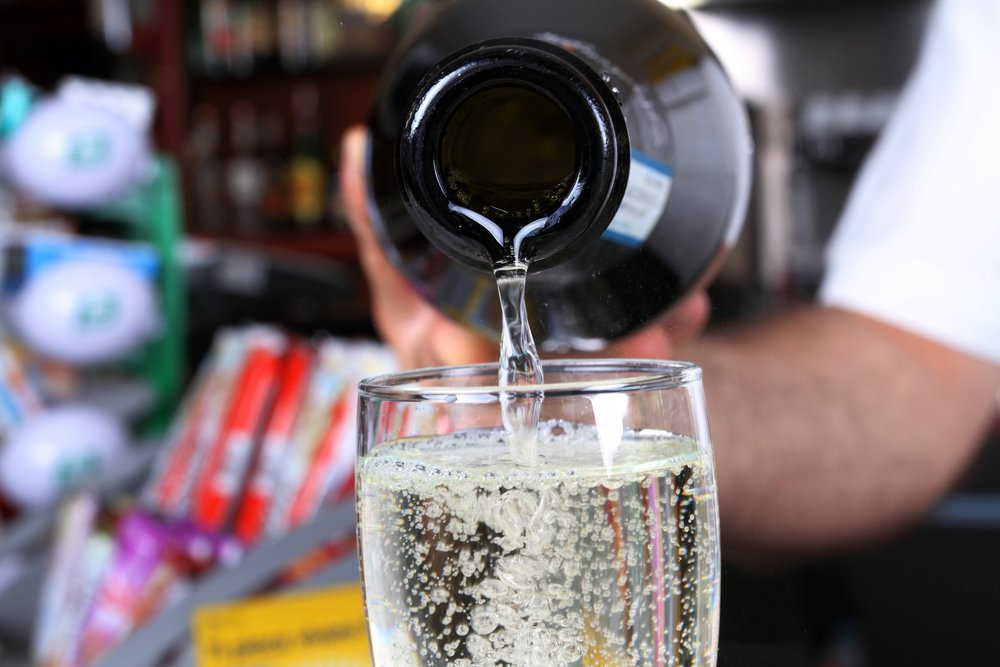 UK dentists come under fire from the Italians over 'prosecco smiles' warning