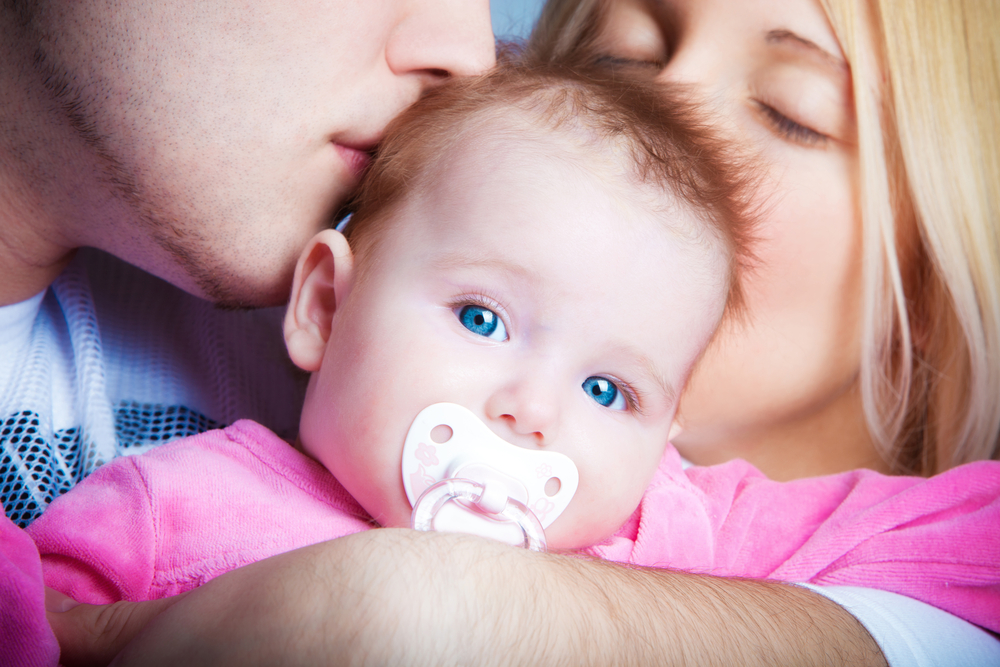 Dentist Warns Parents With Tooth Decay Against Kissing Their Children